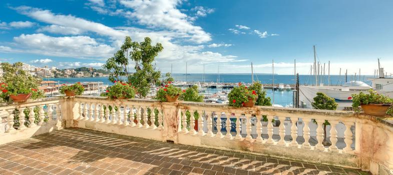 villa-close-to-the-sea-and-port-cala-nova