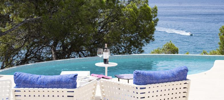 outstanding-first-line-villa-with-sea-views-and-sea-access