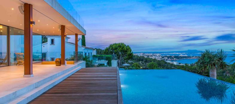minimalistische-design-villa-mit-blick-zum-meer-und-bucht-von-palma