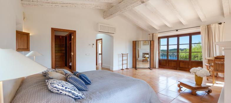 beautiful-country-style-villa-with-sea-views-in-camp-de-mar