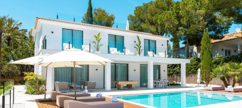luxury-modern-villa-with-beautiful-pool-and-secluded-gardens-in-nova-santa-