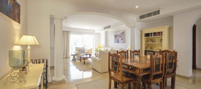 elegante-erdgeschosswohnung-mit-garten-und-meerblick-in-bendinat
