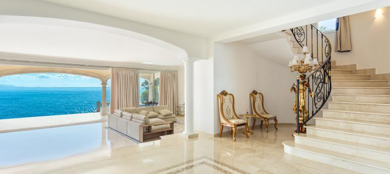 exclusive-villa-with-panoramic-views-and-direct-access-to-the-sea