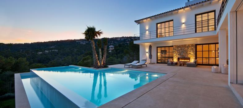 stylishly-renovated-villa-with-lovely-mountain-views
