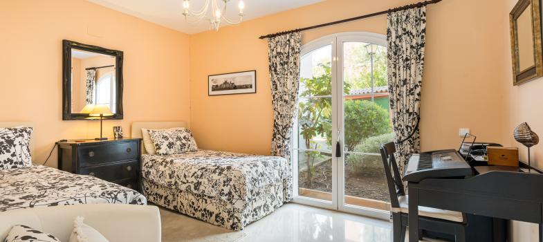 elegante-gartenwohnung-in-exklusivem-golfkomplex-in-bendinat